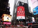 纽约时代广场上都能摇一摇了,微信红包太牛!外国友人会摇一摇吗?